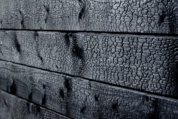 Drewno opalane w technologii Shou Sugi Ban 1