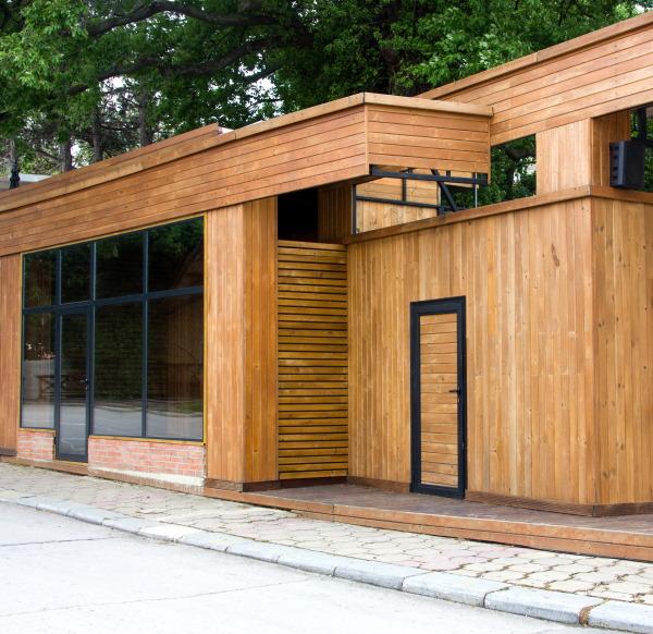 zalety elewacji drewnianych